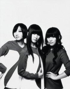 アルバム「GAME」、シングル「love the world」、DVD「Perfume First Tour『GAME』」でウィークリー1位の3冠を達成したPerfume。11月19日にはニューシングル「Dream Fighter」の発売も決定している。
