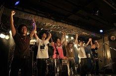 タワレコ新宿店10周年ライブはこれが4公演目。10月19日にはZAZEN BOYS、曽我部恵一BAND他を迎えたファイナル公演「MUSIC LOVES YOU!!」を日比谷野外大音楽堂で開催する(Photo by RyoNakajima(SyncThings))。
