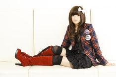 10月29日にニューシングル「ロボットハニー」をリリースするAira Mitsuki。オフィシャルサイトではこの曲のビデオクリップが公開されている。
