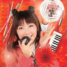 「more&more quality RED ~Anime song cover~」の収録曲「Gamble Rumble」には、原曲を手がけたm.o.v.eのメンバー・motsuがラップで参加。さらに同じくm.o.v.eメンバーのt-kimuraがアレンジを担当する。彼らの参加について、モモーイは「生み出された方に自ら参加していただけるなんて大変刺激的でした」とブログで心境を語っている。(写真は初回盤ジャケット)