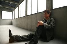 佐藤竹善は映画の脚本を読んで、新曲「春のカケラ」を書き下ろした。