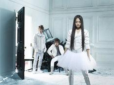 12月24日にリリースした1stアルバム「GIRL NEXT DOOR」はオリコン初登場3位を獲得。「男女混成グループによるデビューから4作連続TOP3入り」という快挙を13年ぶりに成し遂げた。