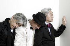 トーク番組「YOU」のテーマソングは坂本龍一によるもの。この曲は2002年に発売された編集盤「CM/TV」で聴くことができる(写真は現在のYMO)。