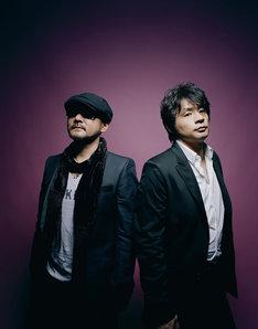 デビューから30年、数々の名曲を作り上げたCHAGE and ASKA。左がCHAGEで右がASKA。