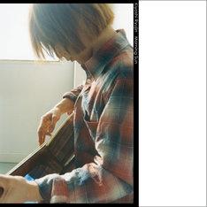 トム・キーンは「これまで日本人アーティストと数々のレコーディングをしてきたが、一緒にやりたいと心から思ったアーティスト」と彼の才能を絶賛。レーベルオフィシャルサイトでは「Morning Sun」の試聴を実施している。