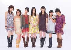 有原栞菜(写真右)は2006年1月、℃-uteに加入。