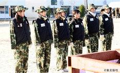 写真は昨年12月24日に放送された「AKB48 ネ申テレビ スペシャル」の1コマ。韓国の海兵隊訓練プログラムで地獄のトレーニングを体験した米沢瑠美、仲谷明香、浦野一美、小野恵令奈、秋元才加、野呂佳代(写真左から)。
