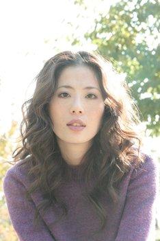 矢野まきは1999年7月にシングル「初夏の出来事」でデビュー。まもなく10周年を迎える。