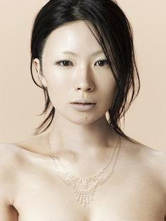 漢字+カナのアルバムタイトルは2ndアルバム「勝訴ストリップ」(2000年発売)以来。