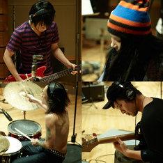 レコーディング中のメンバーの様子。写真は右上から時計回りで、Superfly、日向秀和(ストレイテナー)、中村達也、百々和宏(MO'SOME TONEBENDER)。