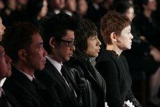 告別式には親族や近しい関係者などが参列。