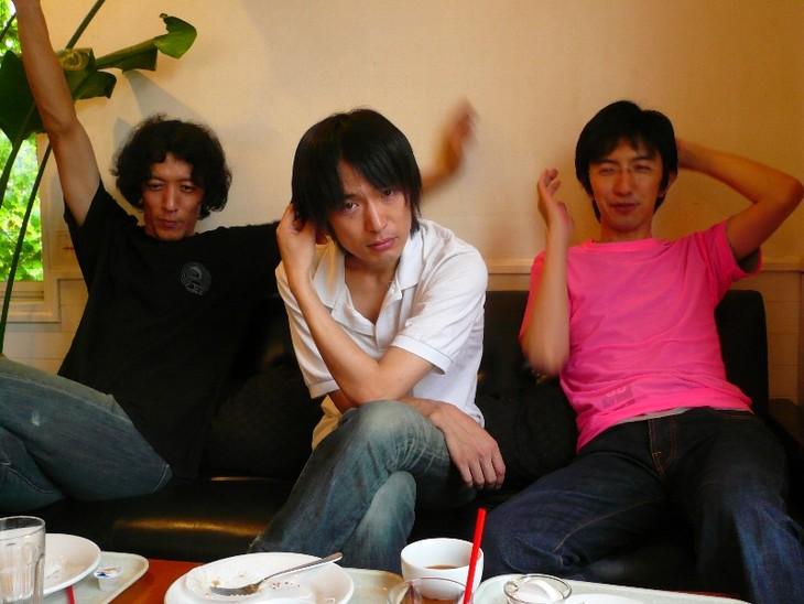 2009年頃のニーネ。左が約4年ぶりに活動を再開する定行祥一(Dr, Cho)。