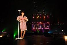 センターステージで「ジェニーはご機嫌ななめ」を歌うあ~ちゃん。