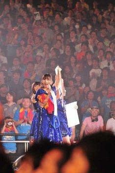 この日に告知された次回の全国ツアーは、8月7日に戸田市文化会館からスタートし、全国のホール&アリーナ11会場で計17公演を実施。チケットは7月12日より順次発売される。