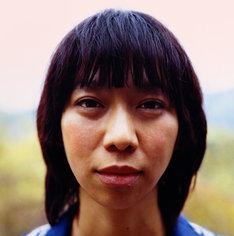UAは1995年6月にシングル「HORIZON」でデビュー。日本のソウルディーバを代表する存在として多くのフォロワーを生みながら、常にファンの想像を覆す独創的な音楽を作り続けている。