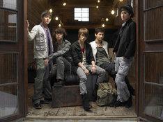 シングル「Stand by U」初回限定盤(CD/CD+DVDともに)には特典としてジャケットサイズカードが封入される。