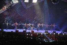 3部門を制覇したEXILEはライブコーナーで新曲「Touch The Sky」を披露(写真提供MTV JAPAN)。