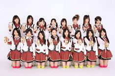 写真は「強き者よ」を歌うSKE48チームSの16人。満を持してのメジャーデビューで、その人気は全国区に拡大しそうだ。