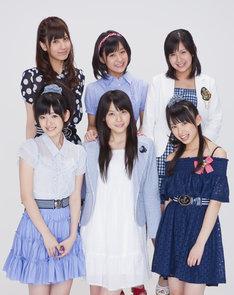 梅田えりか(写真後列左端)は卒業後ファッションモデルを目指し勉強していくという。