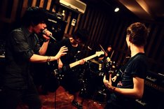 5カ月ぶりの活動再開を発表したONE OK ROCK。今後のライブはサポートメンバーを加えず、4人で行う。