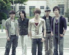 東方神起はベストアルバム発売前の1月27日にニューシングル「BREAK OUT!」をリリース。タイトル曲はNHKのドラマ「とめはねっ!鈴里高校書道部」の主題歌に起用されている。