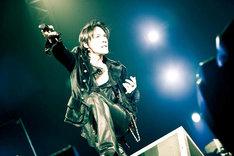 2009年はジェラルド・ウェイ(MY CHEMICAL ROMANCE)とのコラボ曲「Safe And Sound」や、AFI「Miss Murder Duet Featuring Kyosuke Himuro」など海外勢との競演が目立った氷室京介。