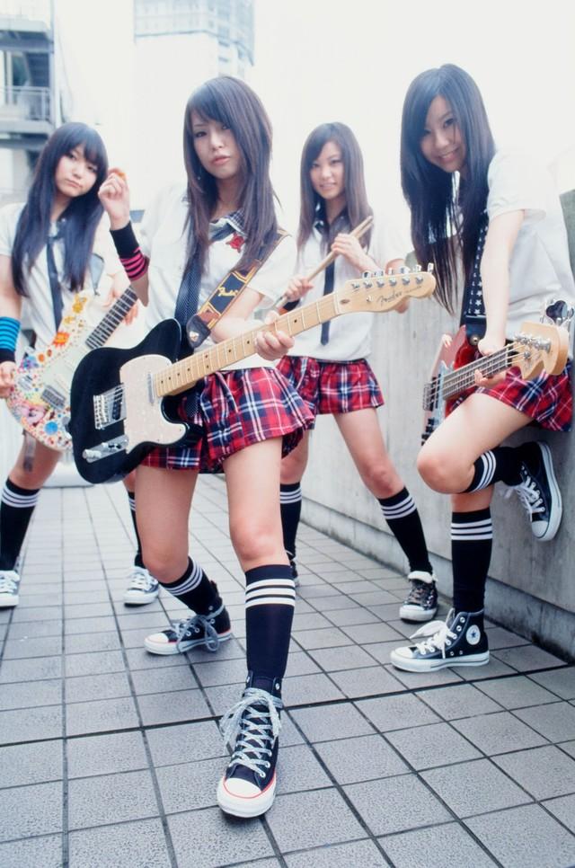 10月14日にはニューシングル「夢見るつばさ」をリリースする。