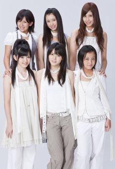 10月25日の大阪NHKホール公演で梅田えりか(写真後列右)が卒業し、5人となった℃-ute。