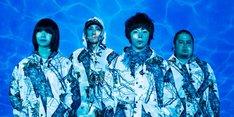 本日のライブではアルバムからの新曲がいくつか披露され、満員のオーディエンスを魅了した。
