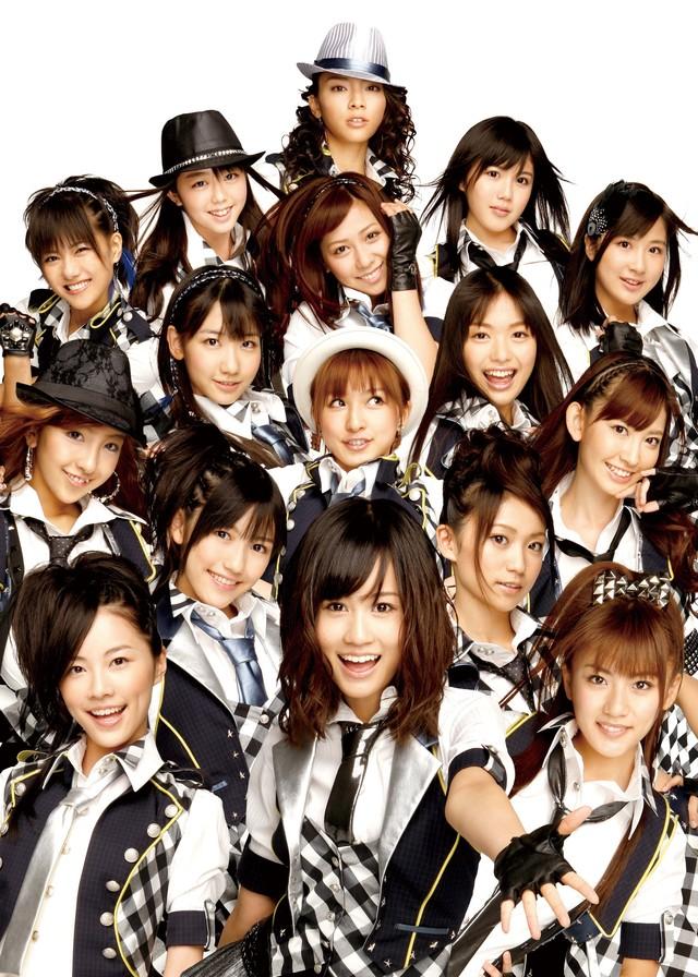 日本武道館での最終公演の模様は、10月31日(土)20:00からWOWOWで独占放送される(写真はシングル「RIVER」選抜メンバー)。