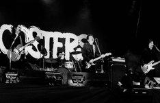 """今年が結成30周年となるTHE ROOSTERS。""""めんたいロック""""の主流を担った彼らが、日本のリバプールと呼ばれる地元福岡で復活を果たす。なお「MUSIC COMPLEX 2009」オフィシャルサイトでは第1部に出演したいアマチュアバンドを募集中。"""