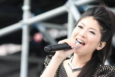 茅原実里は12月23日にニューシングル「PRECIOUS ONE」をリリース。大晦日12月31日には神奈川県民ホールにてカウントダウンライブを行う。