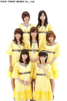 Berryz工房では10月にも清水佐紀、嗣永桃子、夏焼雅、須藤茉麻、菅谷梨沙子がインフルエンザに感染(写真中列左が徳永千奈美)。