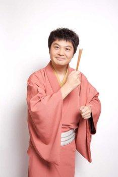 お笑い芸人・山崎邦正は落語家・月亭方正として出演。
