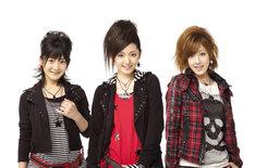 12月19日から初の全国ツアー「Buono!ファーストライブツアー2009~Winterフェスタ!~」をスタートさせるBuono!。さらに2010年2月には全会場スタンディングの東名阪ツアーを開催する。