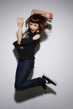 新曲「You bet!!」はカエラの活動を初期から支える渡邊忍(ASPARAGUS)が作詞(共作)、作曲、プロデュースを担当している。
