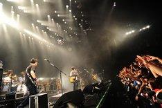 全国ツアーやアルバム&シングルのリリースラッシュ、恒例の「NANO-MUGEN FES.」の大成功など、精力的な活動が続いた2009年を締めくくるにふさわしい圧巻のライブを披露した4人。