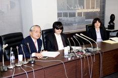 会見の様子。写真左から河合弘之弁護士、TOSHI、丸田由香里弁護士。記者からの質問に対して、TOSHIや河合弁護士がひとつひとつ答えていった。