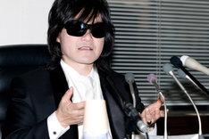 """ソロ以外にも、TOSHI with T-EARTHやT-GAIAなどさまざまなプロジェクトに携わってきたTOSHI。今後は""""X JAPANのTOSHI""""として、バンド活動に専念する。"""