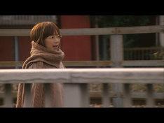 写真は「うれしくって抱きあうよ」のビデオクリップのワンシーン。