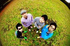 アルバム収録曲の「Chukit」は、ファンが歌った音源データを募集して制作されたナンバー。