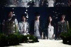 中継の前半ではメンバーの楽屋裏の様子も配信予定。5人の素顔が垣間見れるチャンスだ。