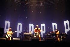 この日披露された42曲は、ロックバンドの武道館ワンマンライブとしては史上最多の曲数。(写真:三吉ツカサ)