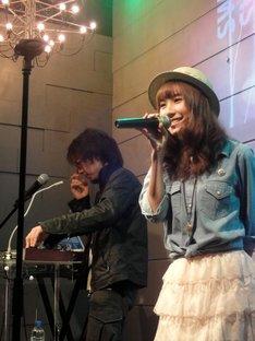 写真は4月11日に渋谷タンジェリンで行なわれた「シークレットバケイション vol.4」の模様。限定販売されたグッズやカレーライスも好評となった。