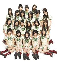 6月9日にリリースされたシングル「目には青葉 山ホトトギス 初恋」は、オリコンデイリーチャートで最高2位を記録。6月21日付けウィークリーチャートで初登場6位にランクインした。