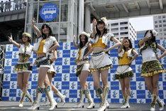 「青空片想い」を披露するSKE48選抜メンバー。