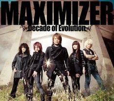 アルバム「MAXIMIZER~Decade of Evolution~」(写真)には全12曲を収録。