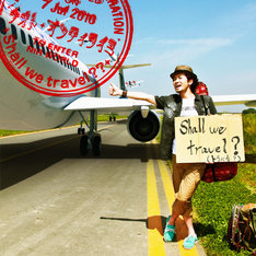 「Shall we travel??」というタイトルをそのままビジュアル化したようなジャケットデザイン。