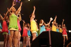 KONAN(写真中央)が恵比寿マスカッツ卒業に至るまでには、話し合いの場が何度も持たれたことが彼女のブログに綴られている。