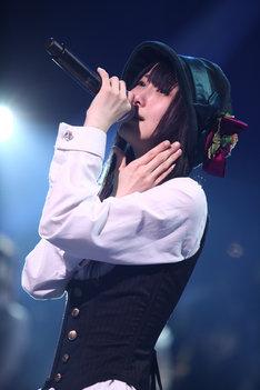 「枯葉のステーション」がSKE48初のリクエストアワーで1位を獲得した松井玲奈。彼女は「SKE48としての初めての楽曲人気投票。どんな結果になるかわからず、ドキドキだったのですが、なんと!『枯葉のステーション』がランクインし、さらに1位になることができ、本当にびっくりしましたし、うれしい気持ちでいっぱいです。これからもこの曲が誰からも好きと言っていただけるように、大切に歌わせていただきたいと思います」と、喜びのコメントを寄せている。 (c)SKE48